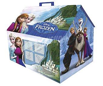 Disney Bonita casita con los dibujos de tus personajes favoritos de la película Frozen, que incluye 4 sellos, 1 cuaderno, 20 pegatinas, 36 rotuladores y 1 tampón de tinta disney. No recomendado a menores de 3 años