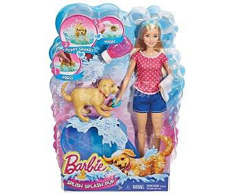 Barbie Muñeca Barbie y su perrito Chip Chap en la hora del baño 1 unidad