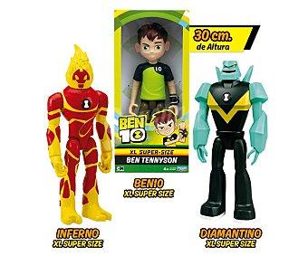 BEN 10 Surtido de figuras articuladas tamaño XL, 30cm. de los personajes 10.