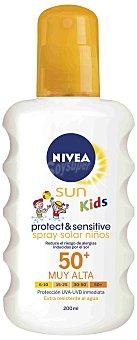 NIVEA SUN Spray solar niños FP-50+ extra resistente al agua Protect & Sensitive Spray de 200 ml