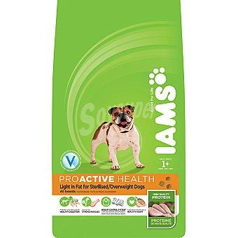 IAMS PROACTIVE NUTRITION LIGHT Alimento especial para perros adultos esterilizados de cualquier raza con pollo Bolsa 3 kg
