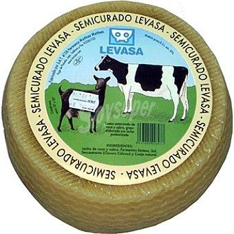 Levasa Queso semicurado con leche de vaca y cabra  3 kg (peso aproximado pieza)