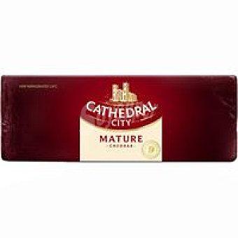 Cathedral Queso barra Cheddar curado C., al corte, compra mínima 250 g