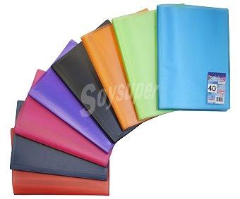 Auchan Carpeta de tamaño folio, con tapas de polipropileno de diferentes colores y con 40 fundas en su interior AUCHAN. Este producto dispone de distintos modelos o colores. Se venden por separado SE SURTIRÁN SEGÚN EXISTENCIAS 40 fundas