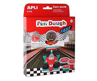 APLI Caja con 1 coche y piezas de goma eva para poder crear un circuito de carreras 1 unidad