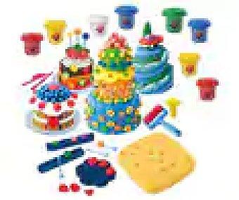 ONE TWO FUN ALCAMPO Juego de plastilina Fábrica de tartas con 4 botes de pasta moldeable incluidos, Alcampo.
