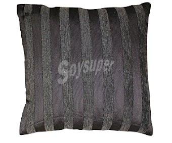 AUCHAN Cojín de chenilla color gris estampado rayas, 42x42 centímetros 1 Unidad