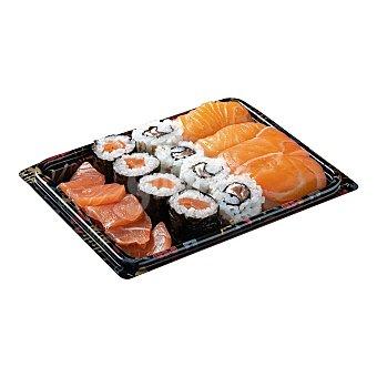 Leroy Sushi surtido salmon (4 nigiris, 4 roll, 4 makis, 4 sashimis) Bandeja 16 u