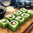 Uramakis de spicy tuna 8 unidades bandeja 160 g 8 unidades Sushispot