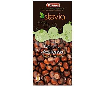 Torras Chocolate negro con avellanas sin azúcares añadidos (contiene los azúcares naturalmente presentes) con edulcorante natural extraído de Stevia 125 gramos