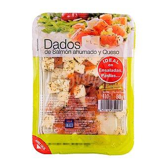 Ubago Salmon ahumado y queso dados al eneldo Bandeja 110 g escurrido 80 g