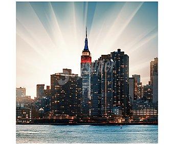 IMAGINE Cuadro con la imagen de una ciudad con sus edificios iluminandose al atardecer y dimensiones de 28x28 centímetros 1 unidad