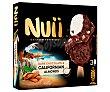 Bombón almendrado de nata recubierto de chocolate negro y almendras de California 3 x 90 ml Nuii