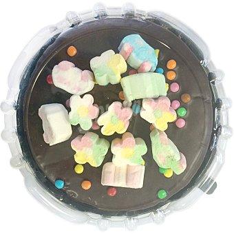 Jsp Tarta de chocolate con nubes de golosina y grageas de chocolate  Pieza 900 g