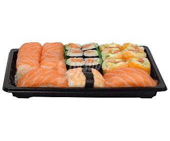 SUSHI GOURMET Bandeja con Californias, Makis y Sushi variados 24 uds