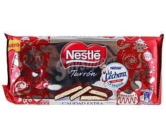 NESTLÉ Turrón de praliné de chocolate con cereal tostado 215 gramos