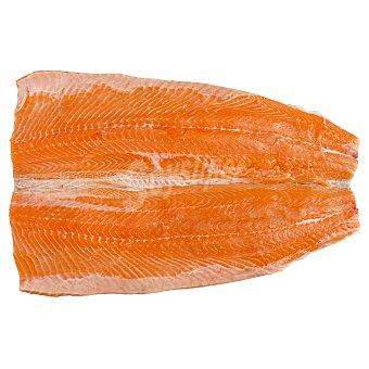 Salmon fresco entero (preparado: en dos filetes) a granel 2500 g peso aprox.