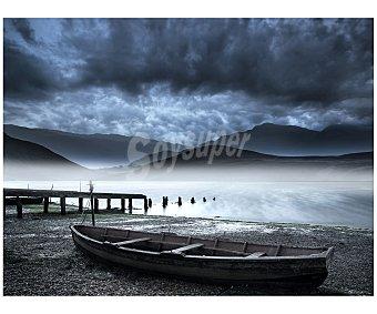IMAGINE Cuadro con la imagen de una orilla de un lago de montaña, con su embarcadero y su pequeña barca varada en la orilla y dimensiones de 60x80 centímetros 1 unidad