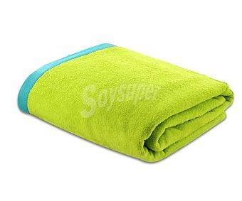Actuel Toalla de playa lisa color verde, bordes superior e inferior color turquesa, 90x160 centímetros. Toallas con tejido velour 100% algodón y densidad de 360 gramos/m² 1 unidad