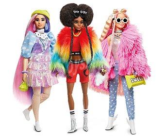 Barbie Surtido de muñecas Extra con looks atrevidos y mascota.