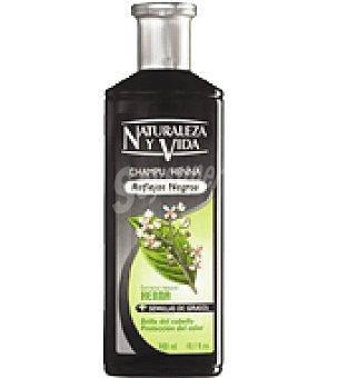 Naturaleza y Vida Champú prot. Henna Cabellos negros Bote de 300 ml