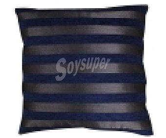 AUCHAN Cojín de chenilla color azul estampado rayas, 42x42 centímetros 1 Unidad
