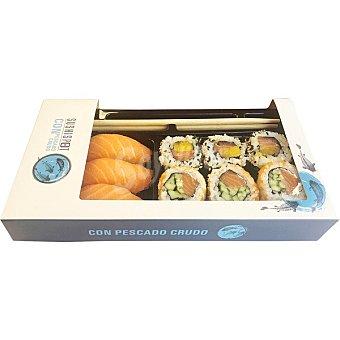 Sushispot Nara bandeja 9 piezas 3 nigiri salmón, 3 uramaki salmón, mango y sésamo y 3 uramaki salmón, pepino, Q