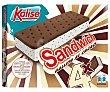 Sandwich de galleta al cacao, relleno de helado de vainilla con trocitos de chocoalte 4 x 65 g Kalise